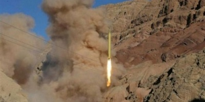 """بالستي الحوثي.. المليشيات تُصعّد """"جبهات الضالع"""" بصواريخ الموت"""