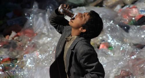الموت الحوثي يطارد اليمنيين.. أمواج الكوليرا تلتهم الناجين من قصف المليشيات
