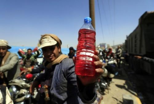 """""""مؤامرة"""" وقود صنعاء.. سلاح حوثي يواجه القرار 75"""