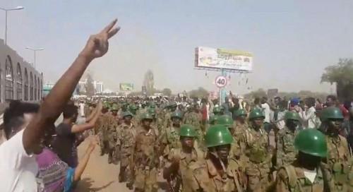 ما هو السر في تأخر إذاعة البيان العسكري السوداني؟
