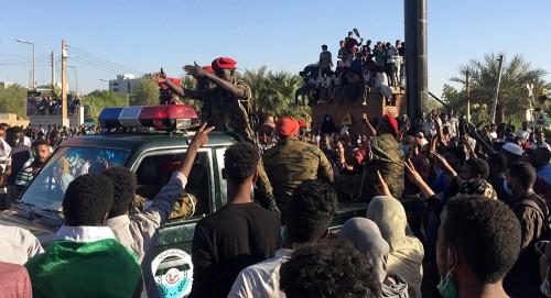 المطيري تتوقع وجود خلاف بين قيادات الجيش أو الأمن السوداني