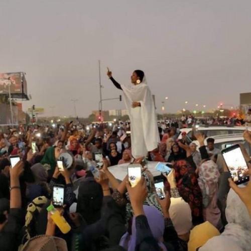 تمثال الحرية.. الناشطة آلاء صالح تعلق على قرارات الجيش السوداني