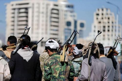 معسكرات إرهابية في أراضٍ زراعية.. مليشيا الحوثي تحرق الأخضر واليابس