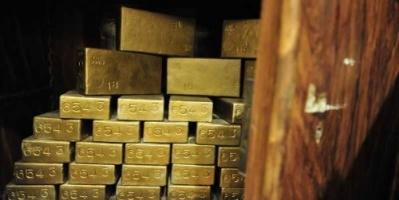 الذهب يهبط إلى أدنى مستوياته بسبب مكاسب الدولار
