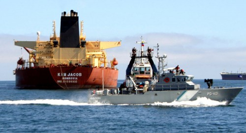 واشنطن تضم 4 شركات شحن و9 سفن للقائمة السوداء تنقل النفط من فنزويلا