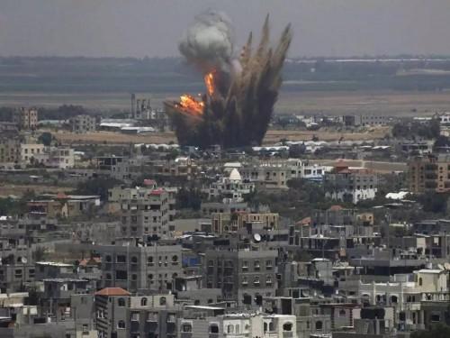 تقرير عبري: الغارات الإسرائيلية بسوريا استهدفت أوكارًا إيرانية
