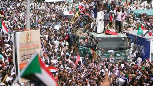 الزعتر: الإخوان يسرقون ثورة السودان
