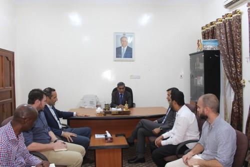البحسني يجتمع بوفد من منظمات الأمم المتحدة في سيئون.. صور