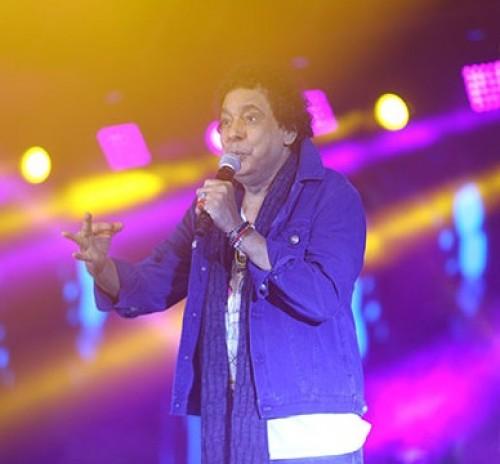 محمد منير يتألق بحفله على مسرح الجامعة الأمريكية بالقاهرة
