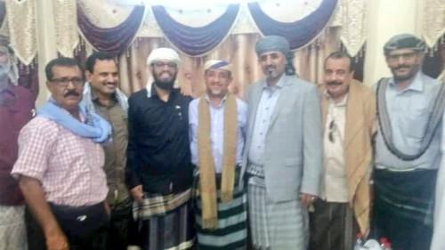 اليافعي ينشر صورة لقيادات الانتقالي في عدن
