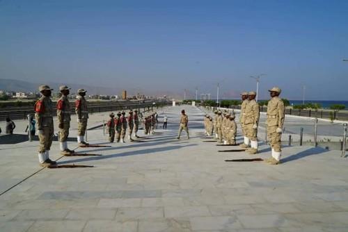 أولى بروفات لواء الشرطة العسكرية لافتتاح مشروع النصب التذكاري بالمكلا (صور)