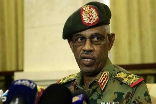 تفاصيل إحالة وزير الدفاع السوداني للتقاعد