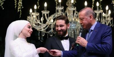 بعد هزيمة إسطنبول النكراء.. أردوغان يحيي 3 حفلات زفاف