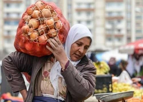 ارتفاع أسعار السلع الغذائية الأساسية في إيران بنحو 103%