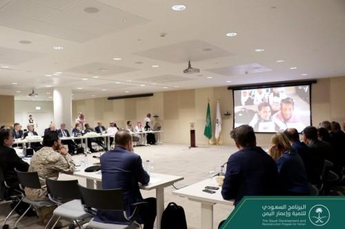 محمد آل جابر يلتقي وفد من وزارة الخارجية الفرنسية في الرياض