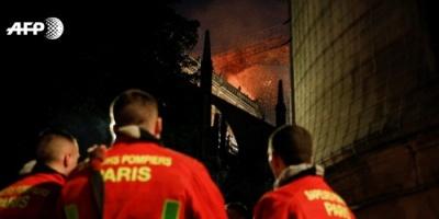نوتردام: رجال الإطفاء يتصارعون لإنقاذ الكاتدائية التاريخية (صور)