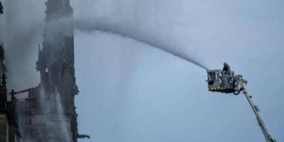 فرنسا.. الدفاع المدني يعلن عدم إمكانية الاستعانة بالطائرات لإطفاء حريق الكاتدرائية