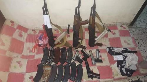 القبض على عصابة سرقة وقطاع طرق في المدينة الخضراء بعدن (صور)