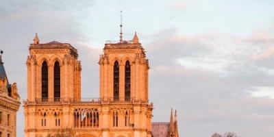 الخارجية الفرنسية: كاتدرائية نوتردام شامخة رغم النيران