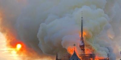 """بعد نحو 15 ساعة.. باريس تعلن إخماد حريق """" نوتردام """" بالكامل"""