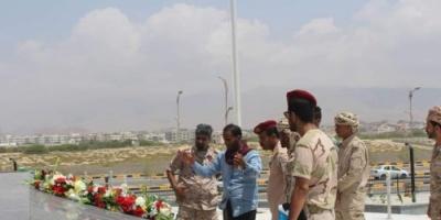 قيادات عسكرية تتفقد اللمسات الأخيرة لافتتاح النصب التذكاري بحضرموت
