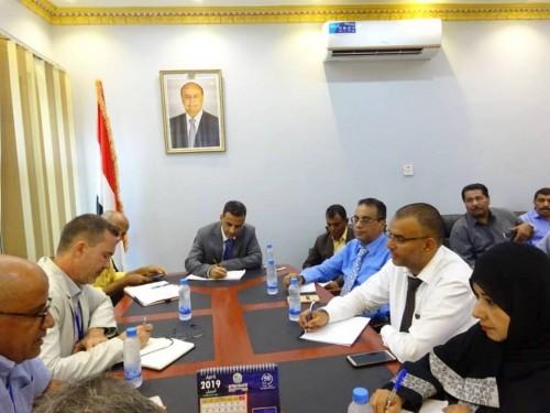 مناقشة سبل تعزيز قدرات السلطات المحلية مع ممثل برنامج (U N D P)
