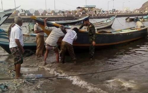 ترقيم ٥٠ قارب صيد في مديرية صيرة بعدن (صور)