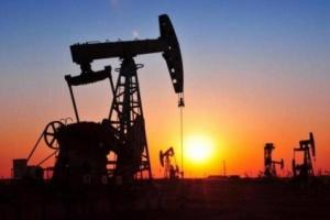 النفط يتجاوز حاجز الـ 71 دولارًا للبرميل متأثرًا بالأحداث السياسية