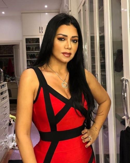 رانيا يوسف بفستان أحمر في أحدث إطلالة (صور)