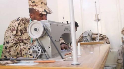 معمل الخياطة العسكرية بلواء الأحقاف يعود للعمل بعد أعوام من التوقف (صور)