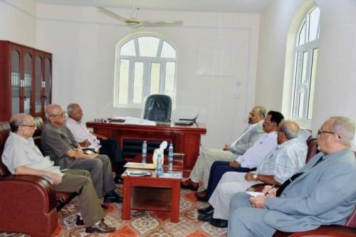اجتماع بين الزبيدي ومستشاري الإدارة العامة للعلاقات الخارجية بالانتقالي