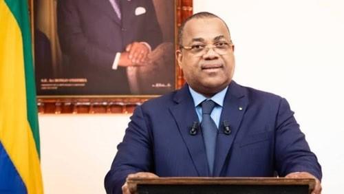 وزير التعليم بالجابون يعلق قرار إصلاح نظام المنح الدراسية