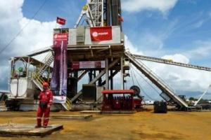 النفط ينخفض لتراجع مخزون الخام الأميركي