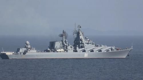 """البحرية الروسية تجري اختبارات ناجحة لطراد """"فارياغ"""" الصاروخي"""