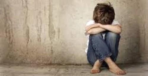 دراسة حديثة تحذر: إساءة معاملة الطفل قد تصيبه بالاكتئاب