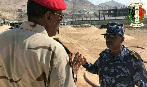 قائد لواء الشرطة العسكرية يتفقد بروفات الدفاع المدني في المكلا