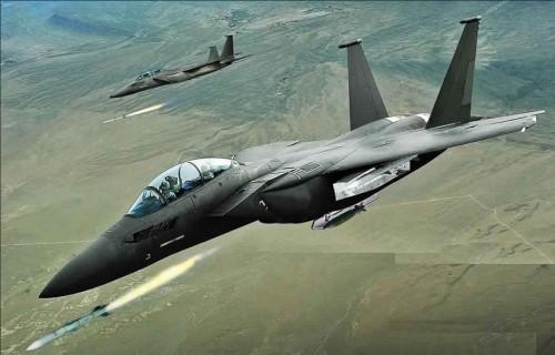 طيران التحالف يدمر عتاد عسكري للمليشيات شمال الضالع