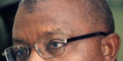لحظة القبض على وزير الشباب السوداني وقت هروبه (فيديو)