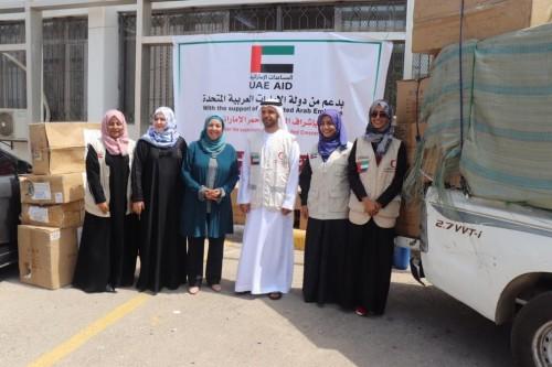 الهلال الإماراتي يقدم مواد طبية ومحاليل لمختبر كلية التمريض بجامعة عدن