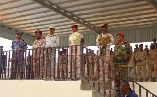 البحسني يشهد بروفة عسكرية احتفاءً بالذكرى الثالثة لتحرير ساحل حضرموت