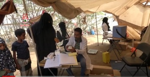 مركز الملك سلمان يسير عيادة ميدانية لأهالي الخوخة بالحديدة (فيديو)