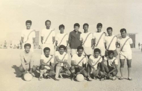 لقور ينشر صورة فريق نادي عتق الذي فاز بكأس شبوة عام 1975م