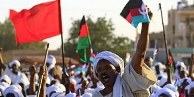 المعارضة السودانية تتهم المجلس العسكري بالحيلولة دون تسليم السلطة للمدنيين