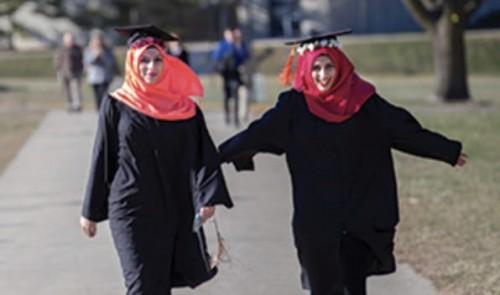 السفير الأمريكي: حوالي 517 طالب يمني يدرس في الولايات المتحدة