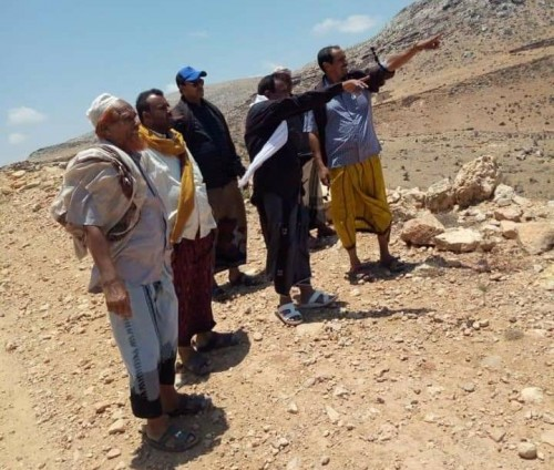 """فريق من """"خليفة الإنسانية"""" يطّلع على احتياجات أهالي مومي بسقطرى (صور)"""