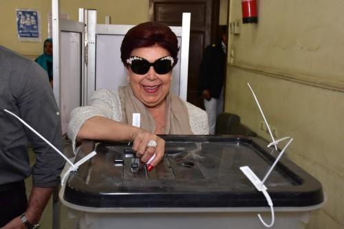رجاء الجداوي تدلي بصوتها في استفتاء التعديلات الدستورية