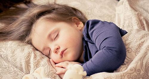 دراسة حديثة تحذر: القيلولة ضارة بصحة الأطفال