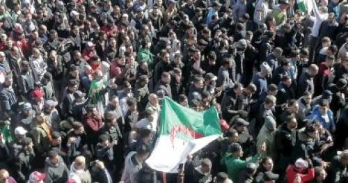 الاحزاب السياسية بالجزائر تقاطع جلسة مشاورات الرئيس الانتقالي