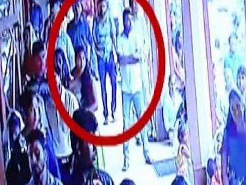 فيديو يرصد لحظة دخول انتحاري كنيسة سريلانكا (شاهد)