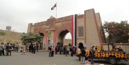 """لماذا منع الحوثيون طالبات """"إعلام صنعاء"""" من الجلوس في ساحة الكلية؟"""
